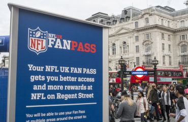 NFL Fans in London auf der Oxford Street